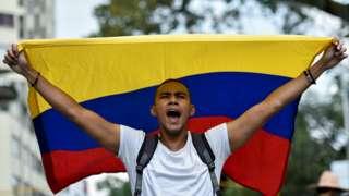 Colombianos con bandera