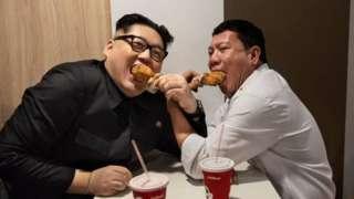 Kim Jong Un (kushoto)akiwa na Rodrigo Duterte , pia hupenda vyakula vya haraka vya kampuni za Mc Donalds na KFC