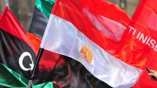 Bandeiras árabes no Cairo em 2011
