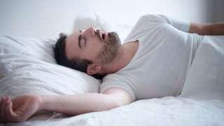 ผู้ชายนอนหลับ