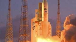 مصر تطلق أول أقمارها الصناعية للاتصالات