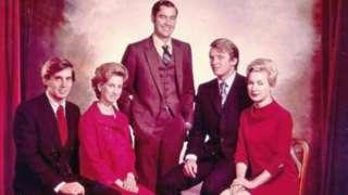 Tramplar ailəsinin ikinci nəsli (soldan sağa): Merienn, Donald, oğul Fred, Elizabet və Robert. Tarix məlum deyil