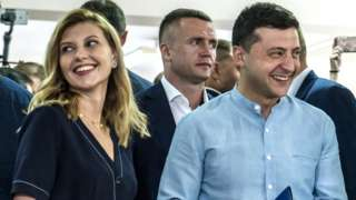 Ukrainian President Volodymyr Zelensky (R) alongside his wife Olena in Kiev, 21 July 2019