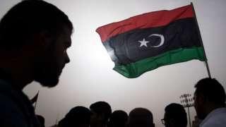 Флаг Ливии на фоне неба