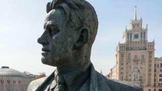 Ảnh năm 2021: Tượng nhà thơ vẫn nhìn ra Quảng trường Triumfalnaya, ở Moscow
