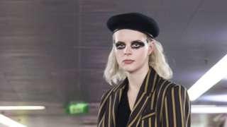 Una modelo en la Semana de la Moda de Melbourne, Australia, septiembre 2018