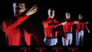 Kraftwerk во время выступления в Лондоне, 2013 г.