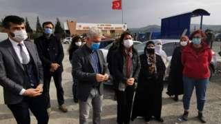 HDP İzmir Milletvekili Serpil Kemalbay ve tutuklu aileleri, soruna dikkat çekmek için 12 Ocak'ta Şakran Cezaevi önünde basın açıklaması yapmışlardı