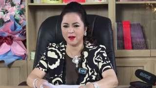 Hình ảnh bà Nguyễn Phương Hằng livestream tối ngày 25/5 về số tiền gần 14 tỷ đồng làm từ thiện của Hoài Linh