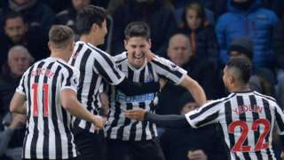 Federico Fernandez celebrates