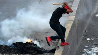 Supporters of Honduran presidential candidate Salvador Nasralla clash with security forces on 2 December