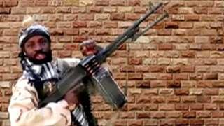 총기를 들고 있는 셰카우
