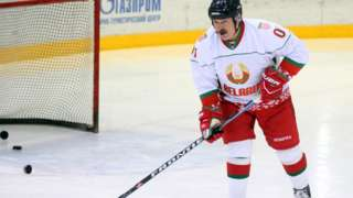 Теперь с Александром Лукашенко не хотят играть даже в хоккей