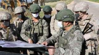 İdlib'de ortak devriye yapan Türk ve Rus askerleri