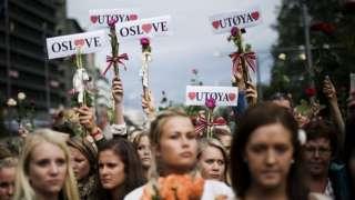 норвегия поминает жертв