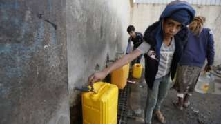 People collect water at a communal tap in Sanaa, Yemen (1 June 2020)