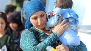 Suriyanın şimalındakı döyüşlər zonasını 300000-dək insanın tərk etdiyi deyilir.