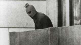 د ۱۹۷۲ کال د اولمپیک لوبو پر مهال د فلسطیني وسله والو یوه برید کې ۱۱ اسرائیلي لوبغاړي وژل شوي وو.