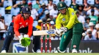 England wicketkeeper Jos Buttler and South Africa's Rassie van der Dussen