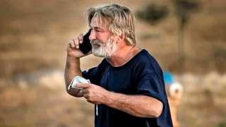 Alec Baldwin outside the Santa Fe County Sheriff's office following questioning over a fatal prop gun shooting, 21/10/2021