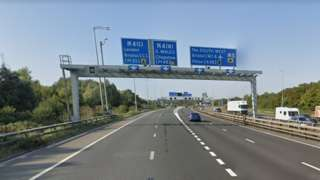 Lorry overturns on M5