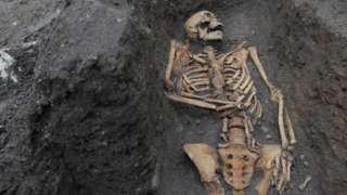 Skeleton in Cambridge cemetery