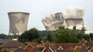 Didcot Power Station towers collapse