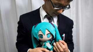 "Akihiko Kondo and Miku, a week after their ""wedding"""