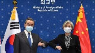 中國外交部長王毅在首爾會見韓國外長康京
