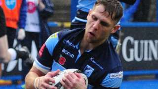 Tom Williams scores a try for Cardiff Blues
