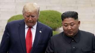 Donald Trump na Kim Jong-un bahuriye vy'imbonekarimwe mu karere kagabura ibihugu bibiri vya Koreya gasanzwe gacungerewe bikomeye