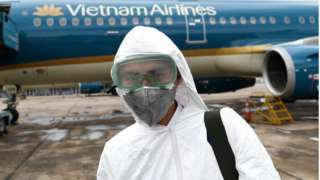 Trong quý II, Vietnam Airlines tiếp tục lỗ thêm 4.000 tỷ đồng, nâng tổng số lỗ nửa đầu năm nay lên hơn 6.640 tỷ.