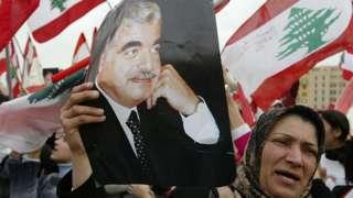 Lebanese woman holds portrait of Rafik Hariri (file photo)