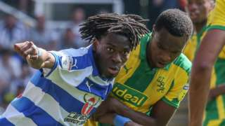 Ovie Ejaria of Reading with the ball