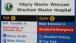 Arwydd Ysbyty Maelor Wrecsam