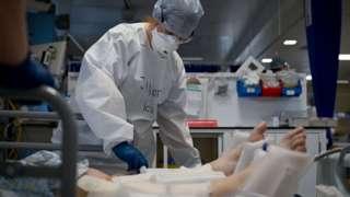 Medic in ICU