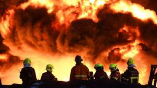 โรงงานกิ่งแก้วไฟไหม้