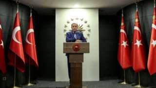 رجب طیب اردوغان در گذشته بارها تاکید کرده که هر گونه منطقه امن در مناطق مرزی شمال سوریه باید تحت کنترل ترکیه باشد