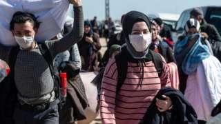 大批难民在土耳其的帮助下前往土耳其与希腊的边境,准备进入希腊