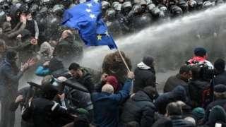 Tbilisidə polis aksiyanı su şırnağı ilə dağıdıb