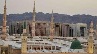 Masjid Nabawi beberapa kali diperluas.
