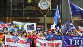 Apoiadores de Trump asiáticos e sino-americanos durante uma manifestação em Manhattan, em 2016