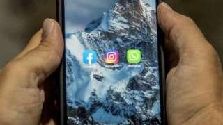 Ibirango bya Facebook, Instagram, na WhatsApp bigaragara kuri telefone ndenganwa igezweho, ku itariki ya 5/10/2021