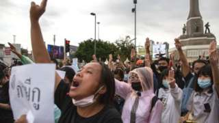 Unjuk rasa besar mengguncang ibu kota Thailand, Bangkok.