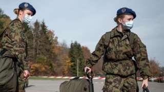 Армія Швейцарії дозволить жінкам не носити чоловічу спідню білизну