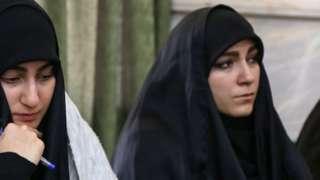 نرجس سلیمانی در کنار خواهرش فاطمه