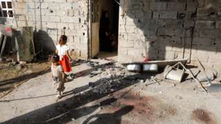 Children are seen near a house damaged by a rocket attack in Abu Ghraib, Baghdad, Iraq (29 September 2020)