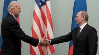 Biden (i bubamfu) na Perezida Putin bafahswe isanamu baramukanya mu 2011 n'aho batarabana ryiza ku butegetsi bwa Perezida Barack Obama