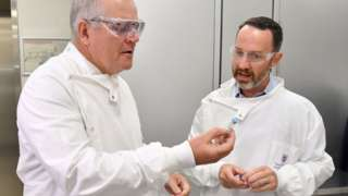 Prime Minister Scott Morrison with a scientist from the University of Queensland