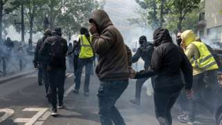 Black block and gilets jaunes protesters in Paris, 1 May 19